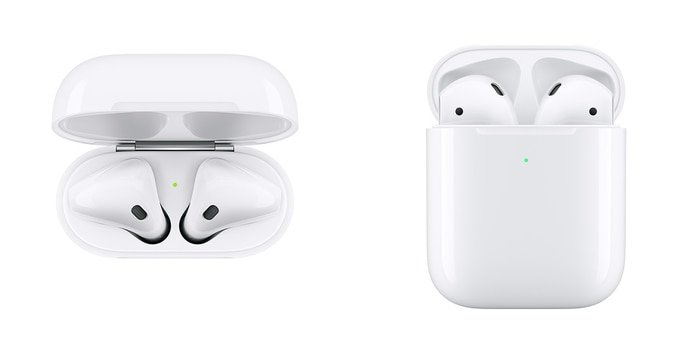 Les 2 boitiers d'AirPods